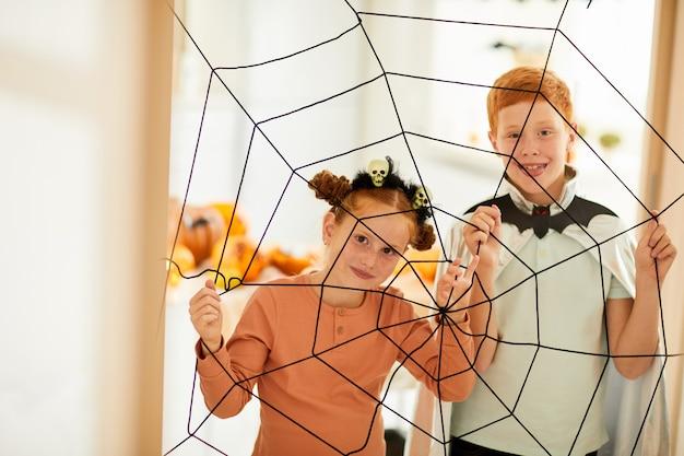 Kinderen in spinnenweb