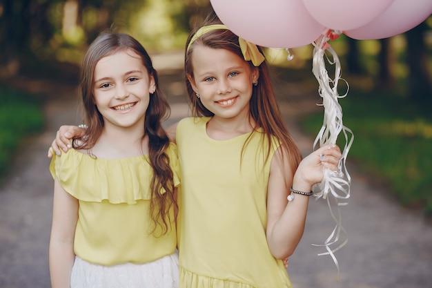 Kinderen met ballons