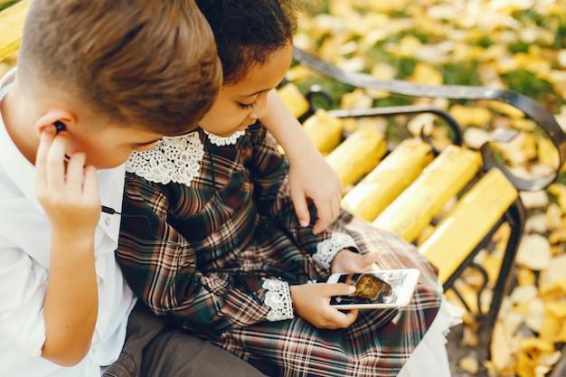Kinderen met telefoon