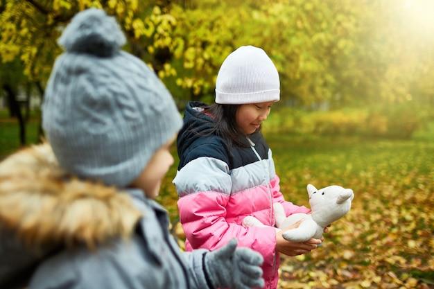 Kinderen op promenade