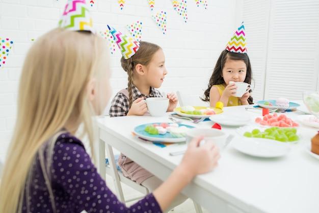 Kinderen op verjaardagsfeestje