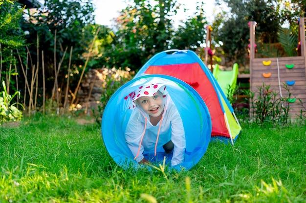 Kinderen, speeltuin, spelen, klimmen, tuin, gras, gazon, huis, kind, plezier, geluk, glimlach, doolhof, entertainment