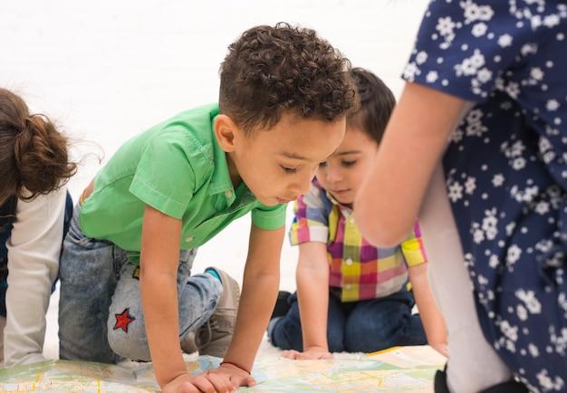 Kinderen spelen in groep