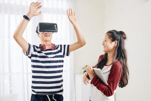 Kinderen testen vr-bril