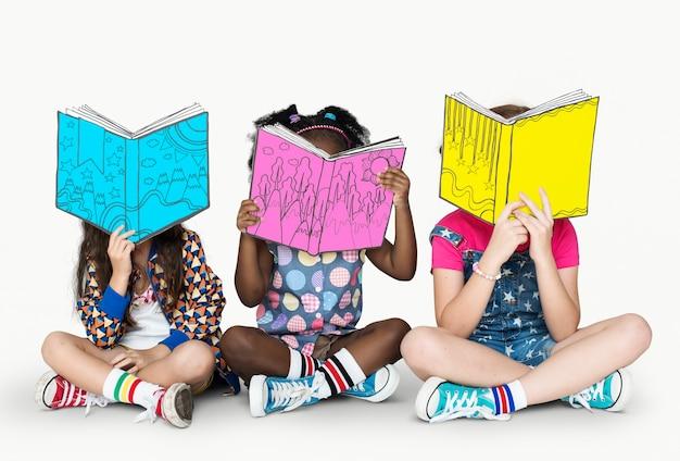 Kinderen vriendinnen lezing boek onderwijs saamhorigheid studio portret