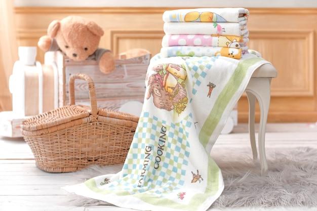 Kinderhanddoek met bamboe mand van teddybeer
