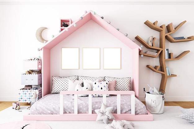 Kinderkamermodel met drie frames op de achtergrond van een roze huis