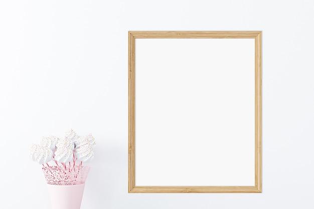 Kindermodel van een houten frame met snoepjes