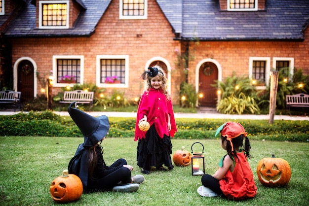 Kindertjes truc of behandelen op halloween