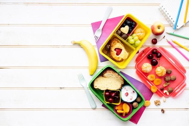 Kindervoedsel achtergrondbehang met ontwerpruimte