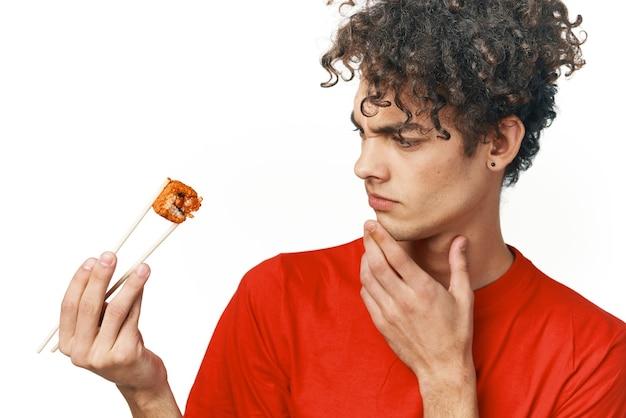 Kinky guy eetstokjes sushi snack fastfood