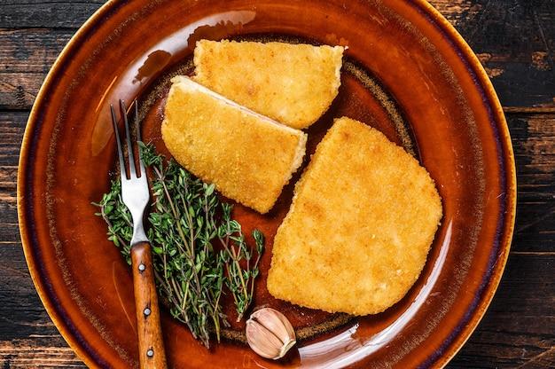 Kip cordon bleu vleesrolletje met ham en kaas.