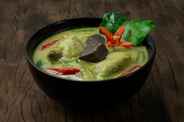 Kip groene curry met kokosmelk zoet en pittig lekker thais eten