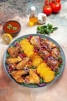 Kip kip met aardappelen kruiden sauzen knoflook citroen tomaten olie