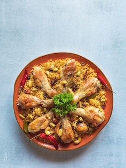Kip makbous al-thahera, traditionele gerechten in arabische regio.