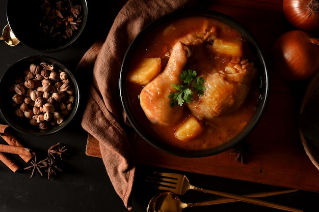 Kip massaman curry soep