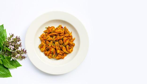 Kip met gele currypasta. thais eten
