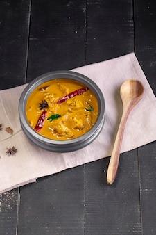 Kip met rauwe banaan kerrie bakbanaan pittige kip met groene banaan lekkerder indiaas gerecht