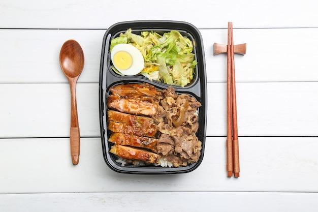 Kip rijst bento
