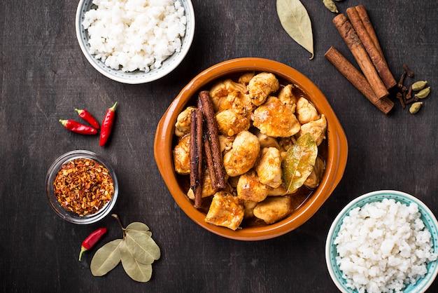 Kip tikka masala. traditioneel indiaas gerecht