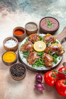Kip tomaten kleurrijke kruiden kip met ui kruiden citroen