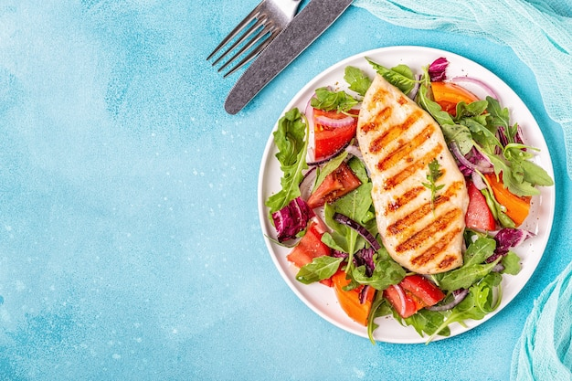 Kipfilet met frisse salade