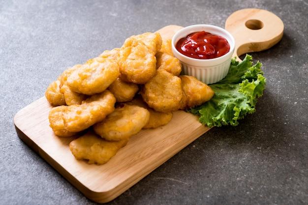Kipnuggets met saus
