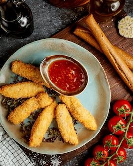Kipnuggets met zoete chili met cracker
