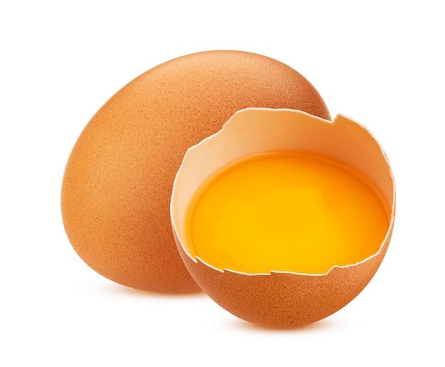 Kippeneieren geïsoleerd op wit