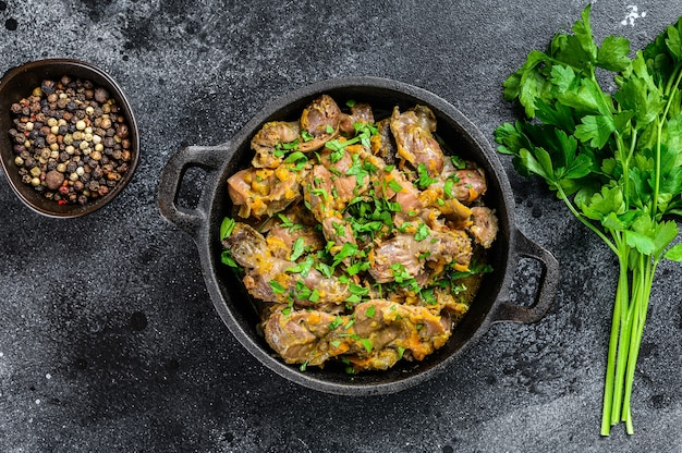 Kippenlever, hart en maag in roomsaus