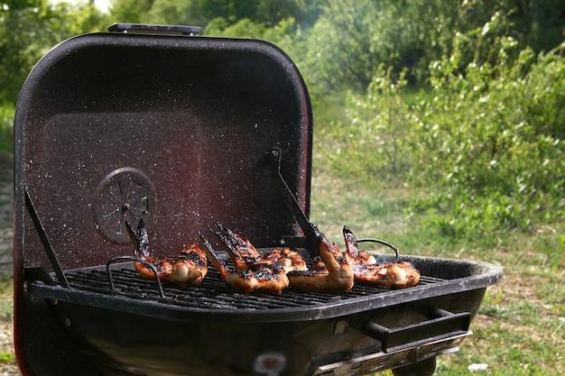 Kippenpoten op de grill