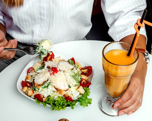 Kippensalade met jus d'orange