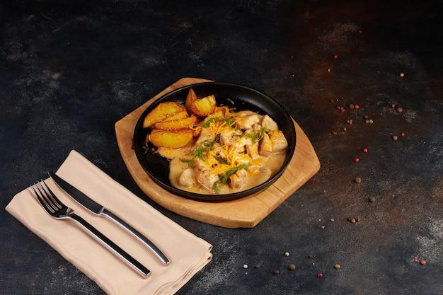 Kippenvlees gebakken fricassee met gekarameliseerde saus