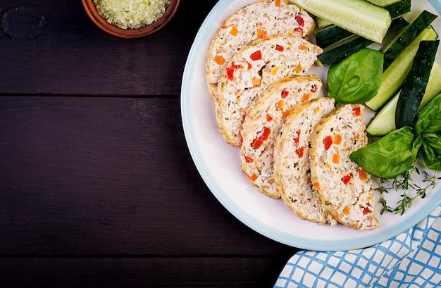 Kippenvleesbrood met groenten