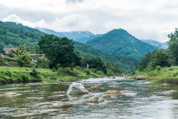 Kiriwong-dorp - een van de beste frisse luchtdorpjes in thailand en leven in de oude thaise stijlcultuur.