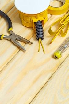 Kit reserveonderdelen en gereedschappen voor elektrisch voorbereid voor reparatie of instelling, wizard wordt gebruikt voor reparatie door elektriciens