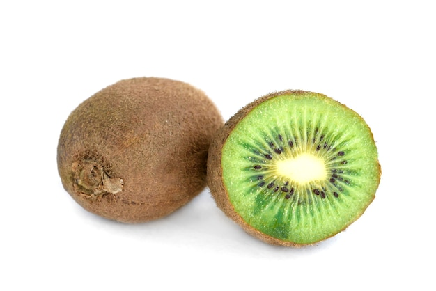 Kiwi geïsoleerd op een witte achtergrond.