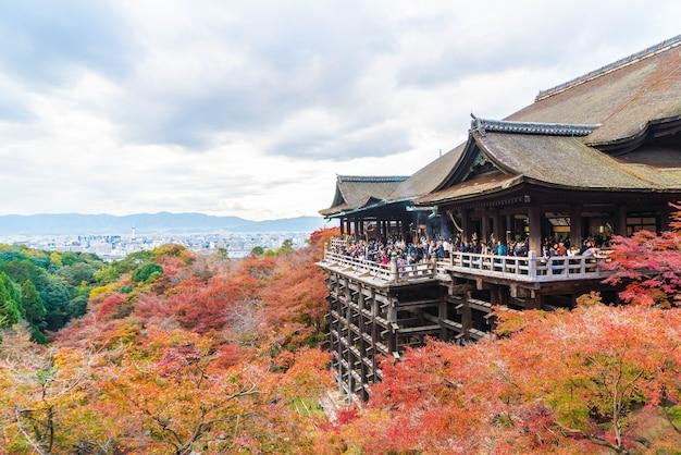 Kiyomizu of kiyomizu-dera-tempel in autumseizoen in kyoto.