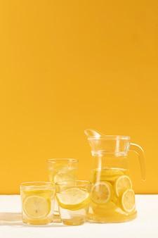Klaar om smakelijke limonade te serveren