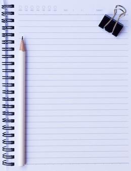 Kladblok achtergrond met potlood