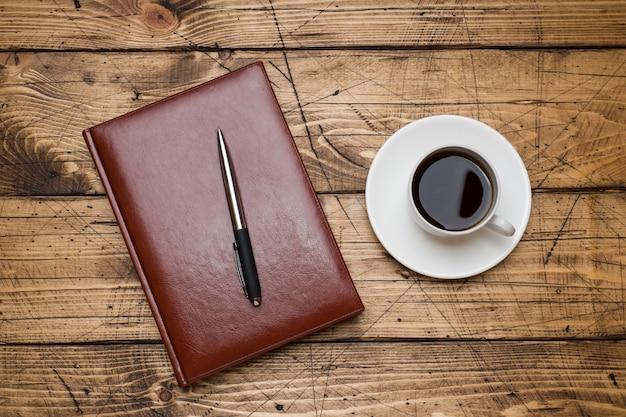 Kladblok en kopje koffie