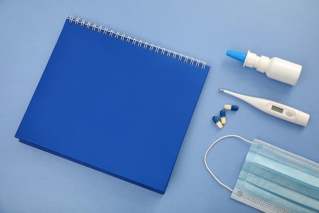 Kladblok en medische benodigdheden