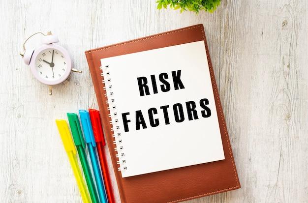 Kladblok opschrift risicofactoren gekleurde pennen