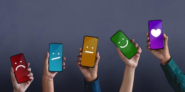 Klanten feedback via mobiele telefoon van negatieve tot positieve beoordeling