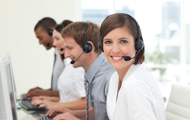 Klantenservice-agenten in een callcenter
