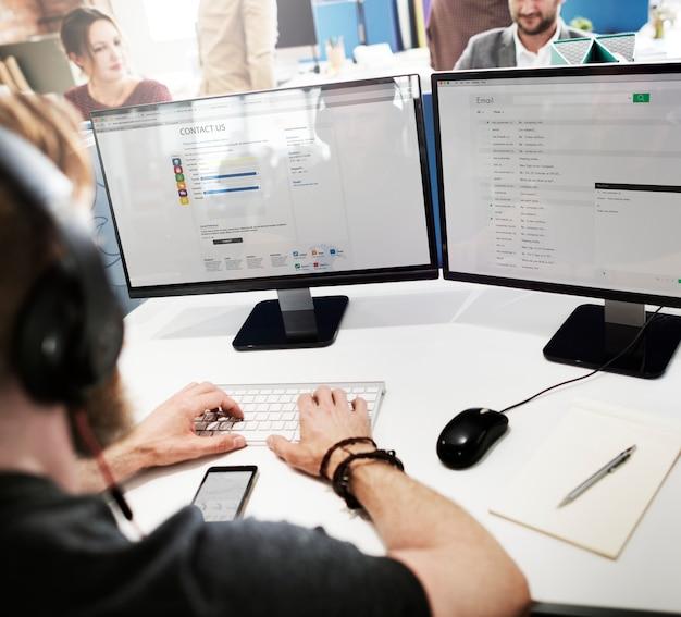 Klantenservice-medewerker working assistance concept