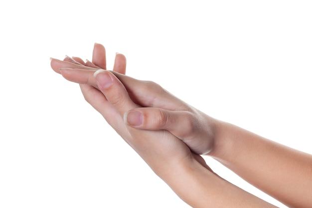 Klappen. mooie vrouwelijke handen geïsoleerd op wit applaus geven. lichaamstaal.