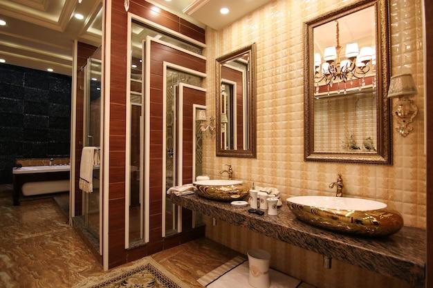 Klassiek elegant ontworpen toilet