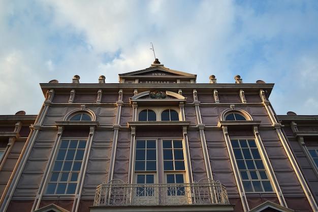 Klassiek gebouw view