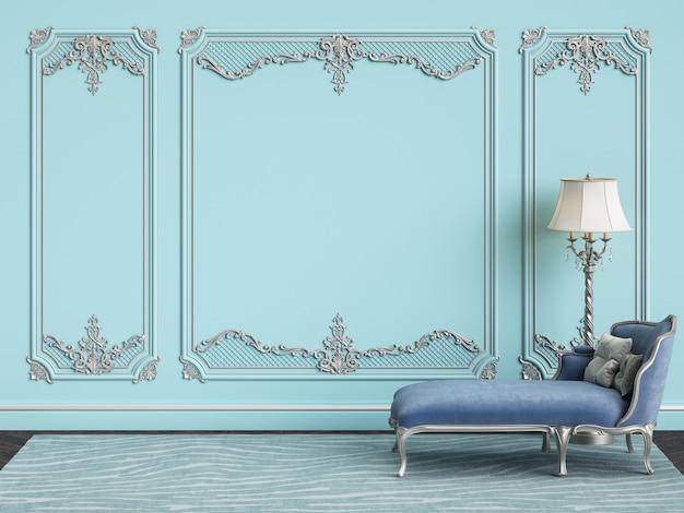 Klassiek meubilair in blauwe en zilveren kleuren in klassiek interieur met kopie ruimte